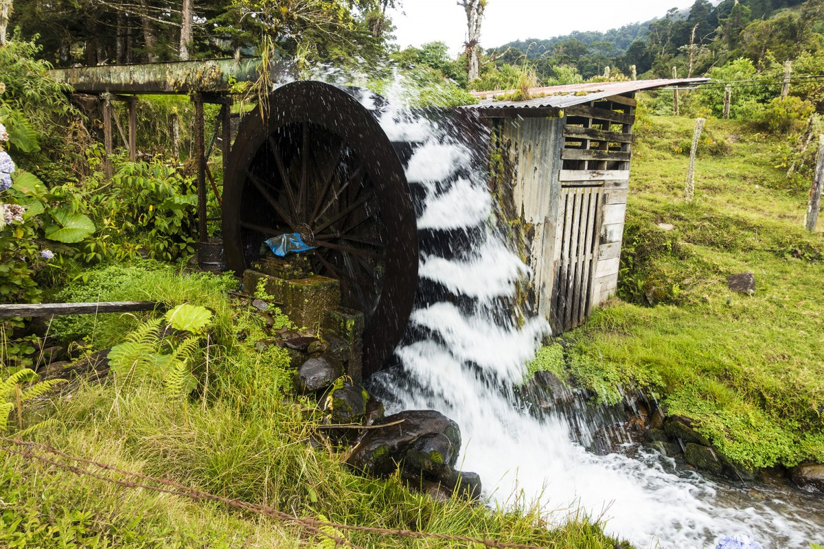 Water wheel generating the electricity